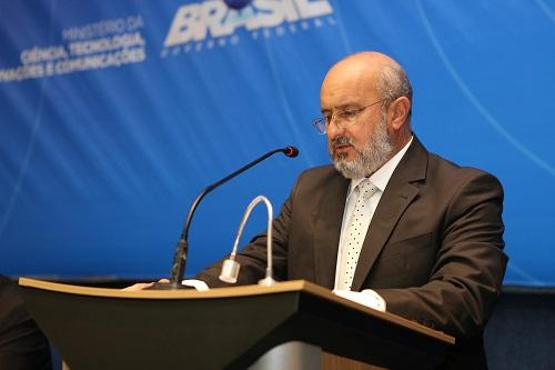 Álvaro Vasconcelos, diretor-geral da Abratel, durante discurso na Cerimônia de Migração de rádios AM para FM